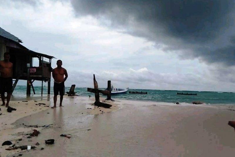 Abrasi ancam rumah nelayan di Pulau Ambo