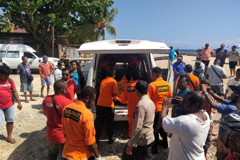 Tim SAR Biak evakuasi mayat korban perahu motor terbalik pulau Yapen