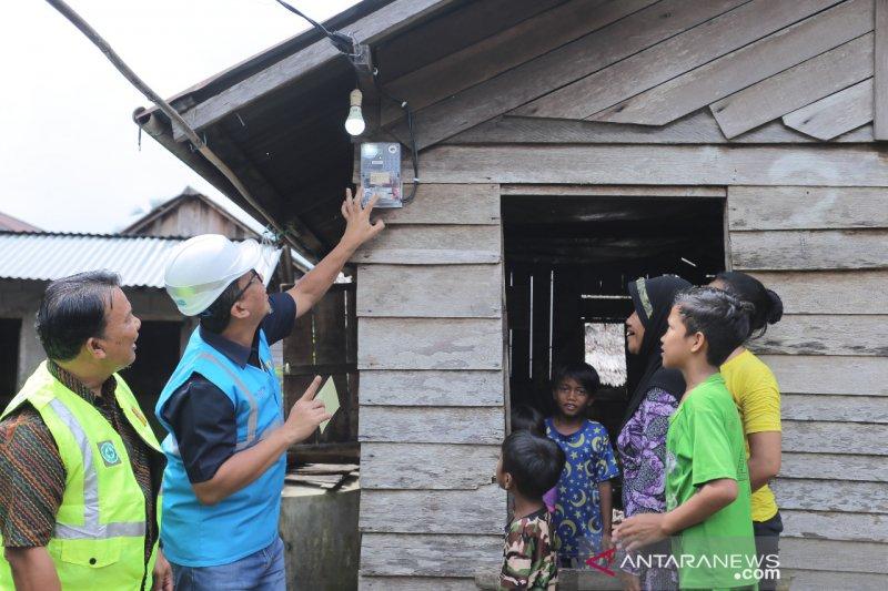 PLN Kalbar gandeng mitra bantu listriki 81 rumah warga kurang mampu