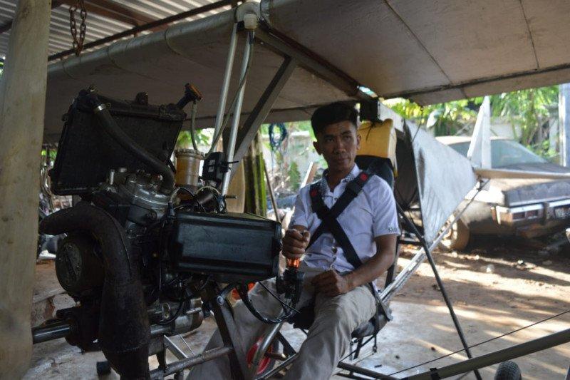 Terinspirasi BJ Habibie, warga Pinrang membuat pesawat