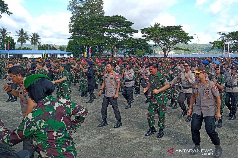 Panglima TNI dan Kapolri menari bersama 2.900 prajurit di Lantamal IX Ambon