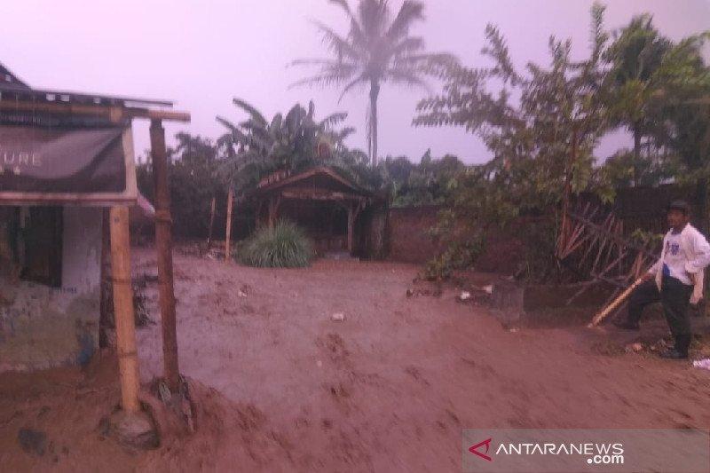 BPBD: Dua rumah rusak akibat diterjang banjir di Garut