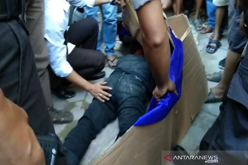 Di Kendari, seorang pemuda nekat bunuh diri lompat dari lantai empat Mall Mandonga