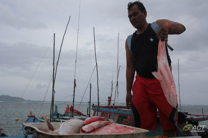Nelayan Natuna tolak menjaring ikan demi kelestarian lingkungan laut