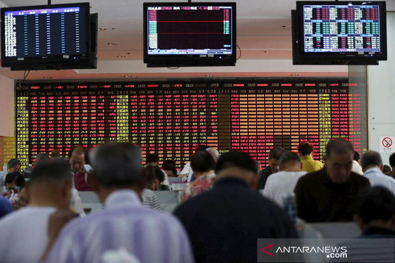 Saham China ditutup anjlok, Indeks Komposit Shanghai jatuh 2,05 persen