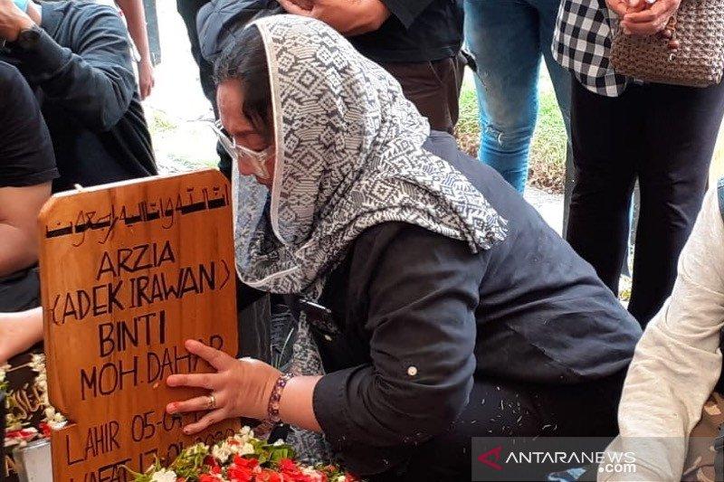 Dewi Irawan: Ibu sudah ditunggu sama Ria Irawan