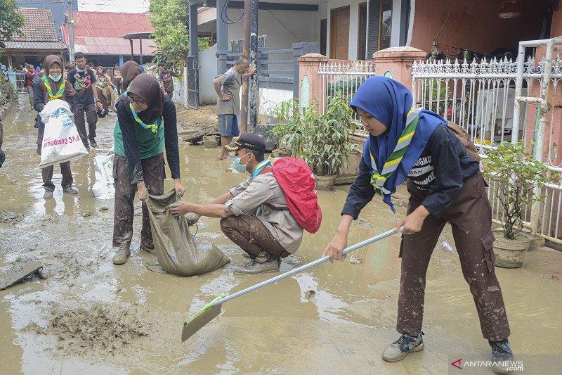 Banjir landa kawasan Harapan Mulya Bekasi Selasa dini hari