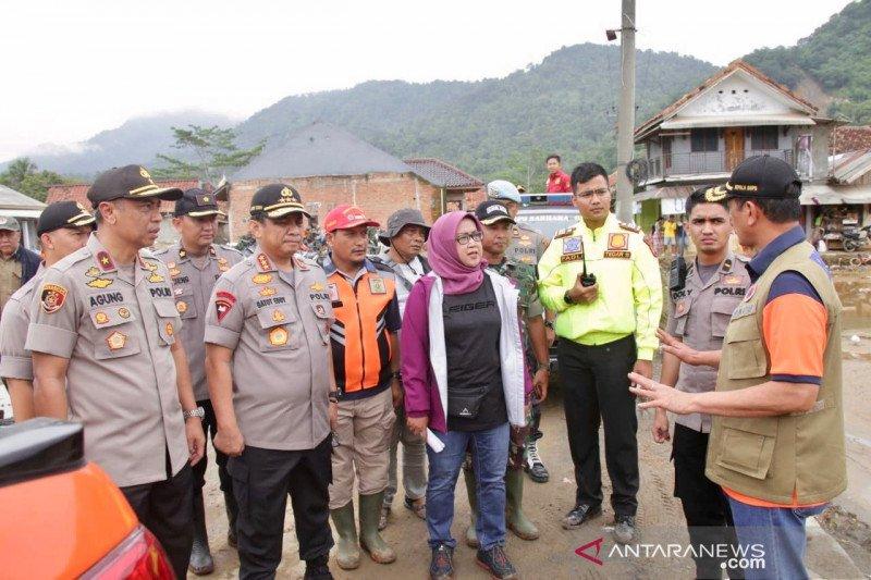 Bupati Bogor fokus relokasi 19.821 pengungsi korban bencana