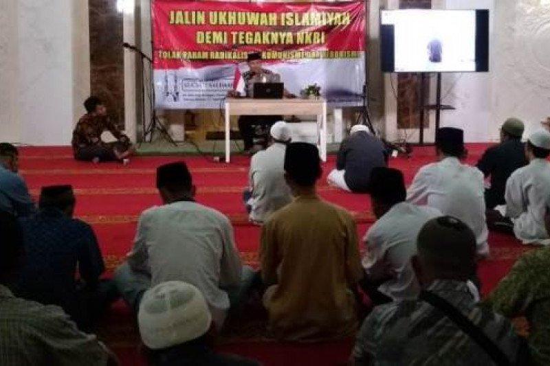 Ustadz: Umat Muslim harus menjadi rahmat bagi semesta alam