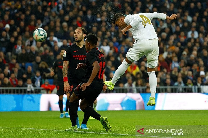 Casemiro antar Real Madrid atasi Sevilla dan naik ke puncak klasemen Liga Spanyol