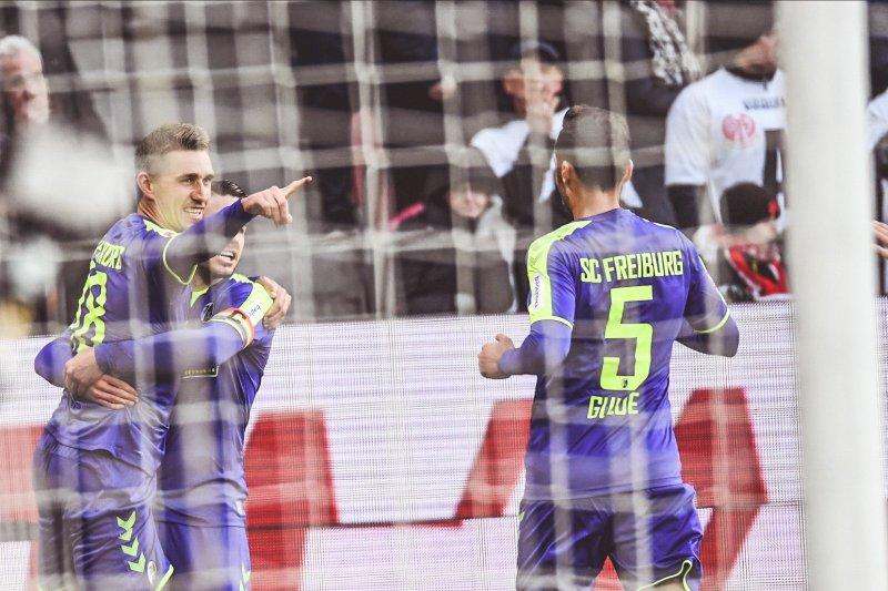 Freiburg kembali masuk ke zona Eropa usai kalahkan Mainz 2-1