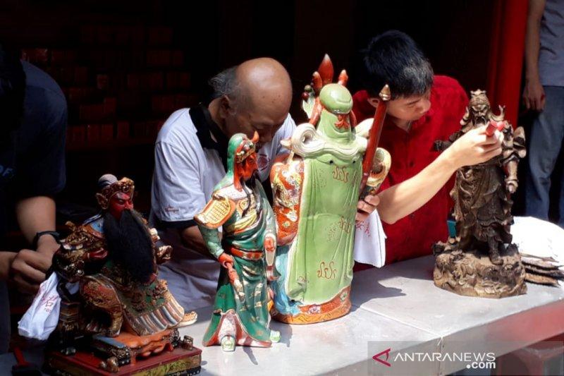 Warga Tionghoa Kota Bogor lakukan ritual mandikan rupang di Vihara Dhanagun