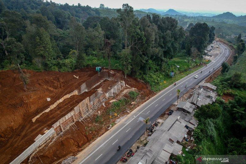 Proyek pembangunan jalur penyelamat di Tanjakan Emen