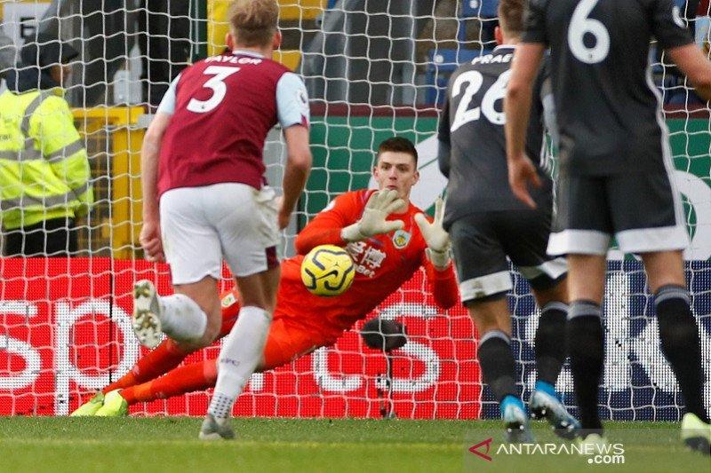 Kekalahan Leicester kombinasi peluang terbuang dan Pope yang gemilang