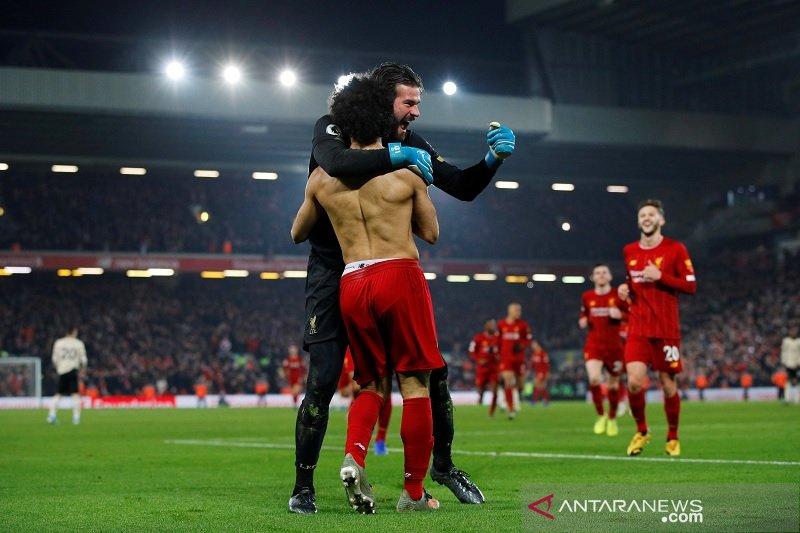 Liverpool bungkam Manchester United berkat gol Salah dan Van Dijk