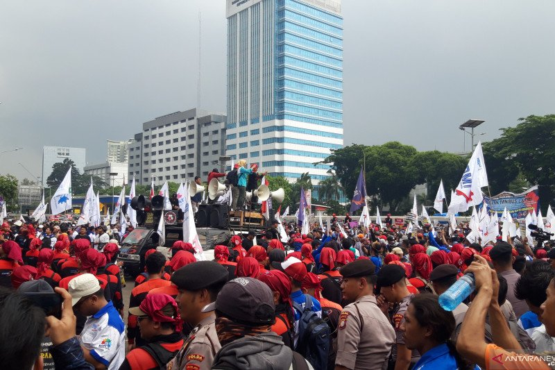 Puluhan serikat buruh rencanakan mogok nasional tolak RUU Ciptaker