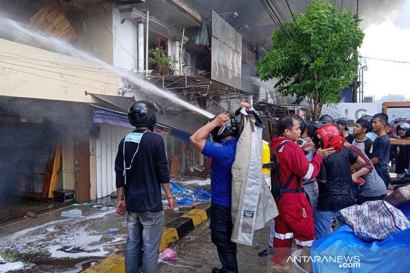 Kebakaran di Pasar Batu Tarakan masih belum padam