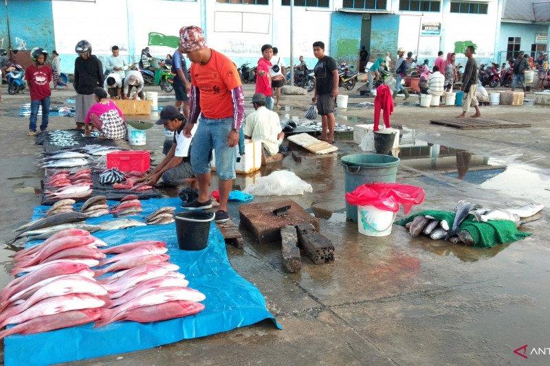 Pasar tradisional jembatan puri Sorong disenangi para wisatawan