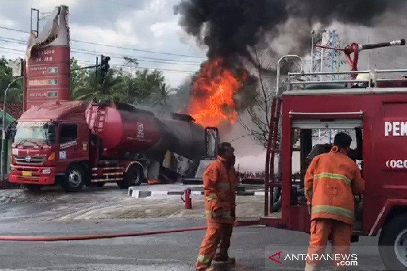 Truk tangki BBM Pertamina terbakar di SPBU Kota Banjar