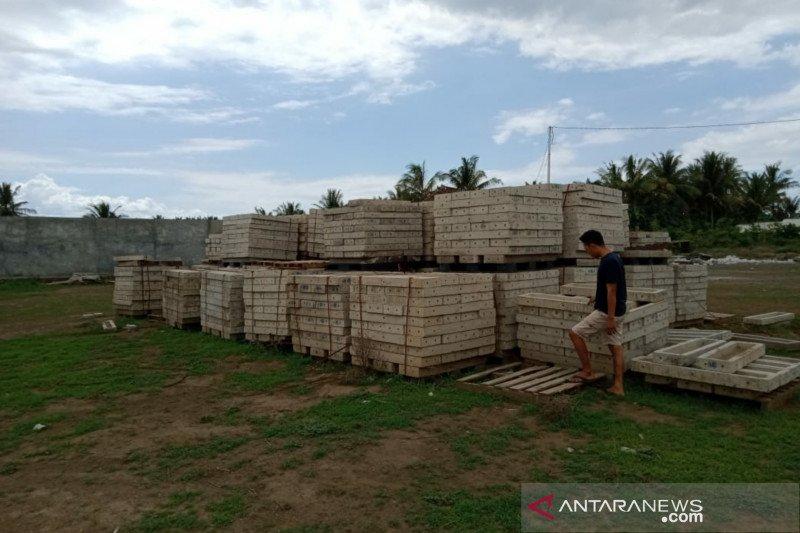 Aplikator rumah tahan gempa Desa Pringgabaya membawa kabur uang Rp1 miliar