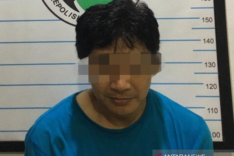 Seorang penjual mainan di Kalsel ditetapkan tersangka karena nyambi jual obat ilegal
