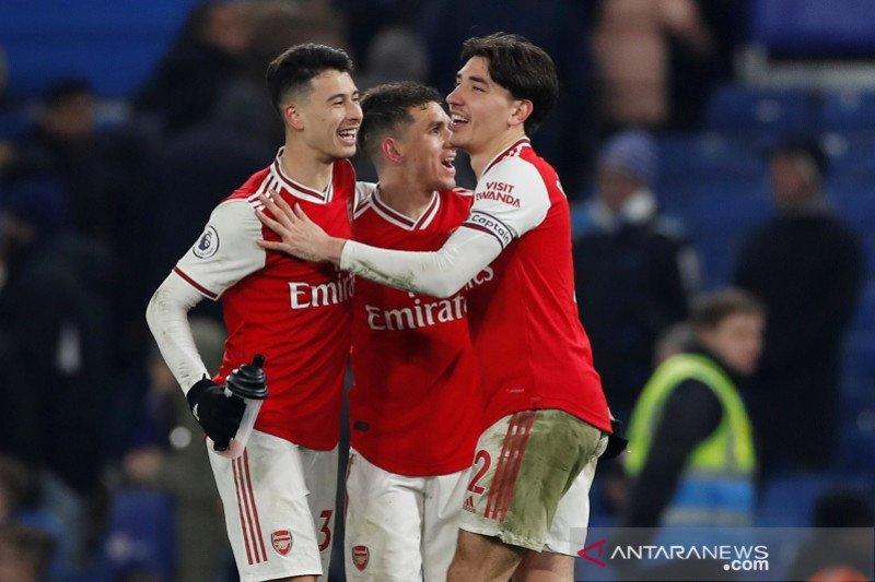 10 pemain Arsenal mampu imbangi Chelsea 2-2