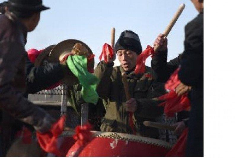 Entakan drum yang kuat tegaskan kehidupan warga desa yang lebih baik