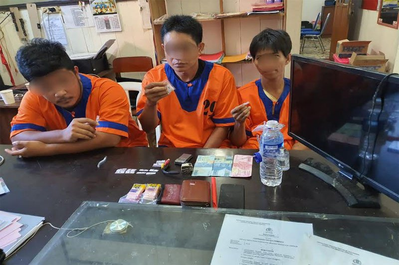 Tiga pengedar sabu ditangkap saat transaksi narkoba