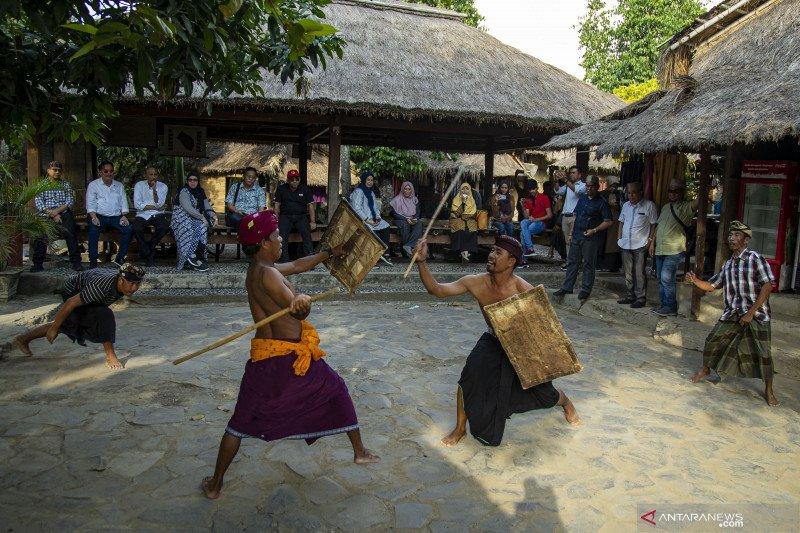 Atraksi wisata Peresean  Kampung Sade