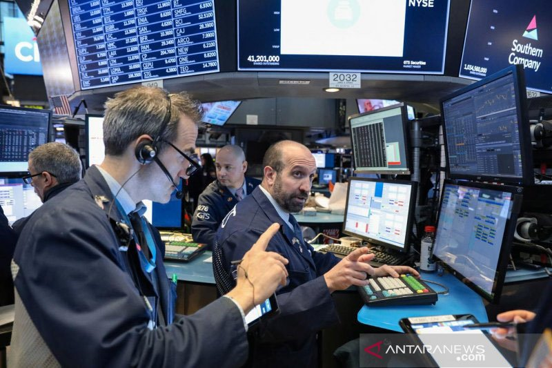 Meningkatnya ketakutan atas virus corona akibatkan Wall Street turun