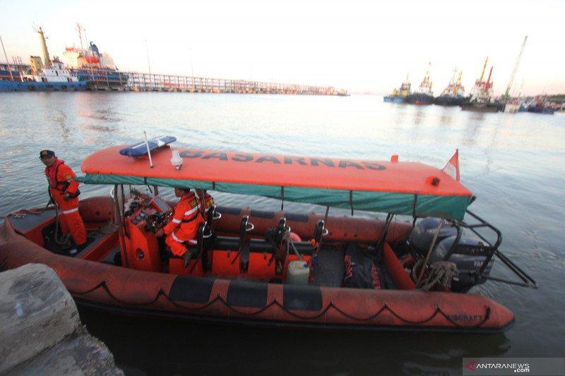 Tim SAR dihadapkan gelombang tinggi cari korban kapal karam di Selat Malaka