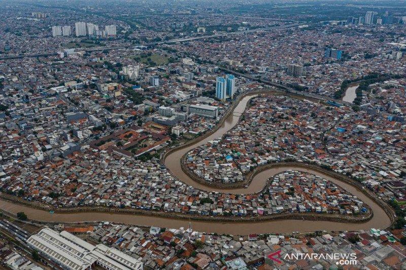 Tersendatnya normalisasi sungai di DKI Jakarta akibat mafia tanah