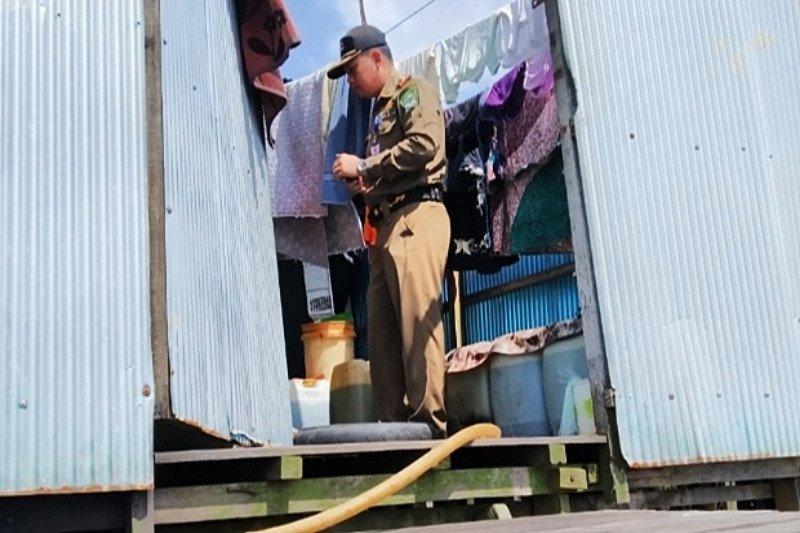 Satpol PP periksa bangunan baru di pinggir sungai Kapuas Murung