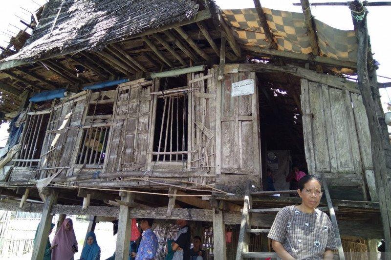 Sennari, buruh tani yang bertahan hidup di gubuk reot