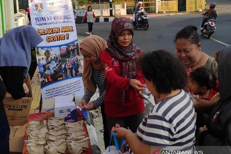"""Dinsos-penyandang disabilitas Kota Magelang berbagi nasi bungkus """"Jumat Bersaudara"""""""