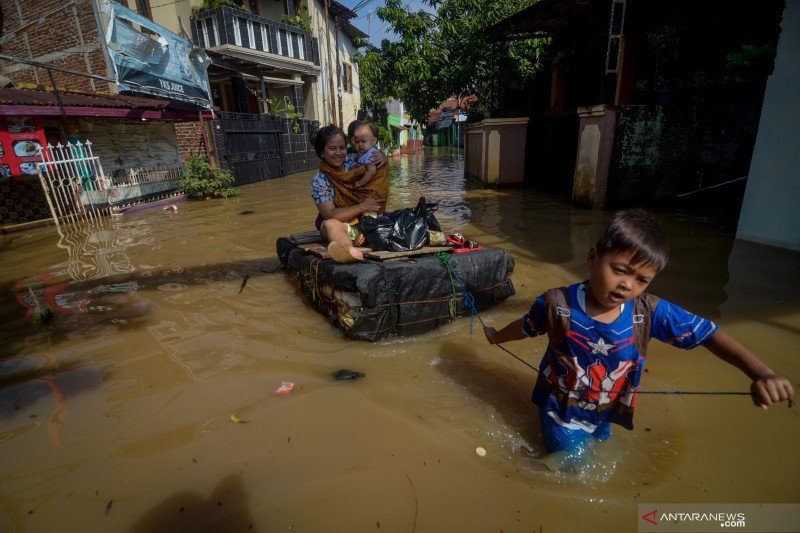 Aliran listrik di Dayeuhkolot Kab Bandung dipadamkan terkait banjir