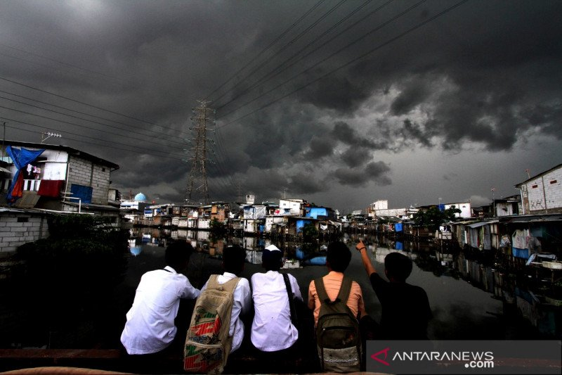 Bayang-bayang bencana di balik anomali iklim Indonesia