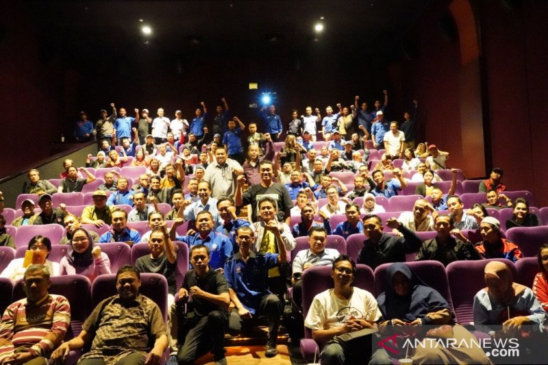 "Ratusan buruh tonton Film dokumenter ""Nyanyian Akar Rumput"", perjuangan Wiji Thukul"