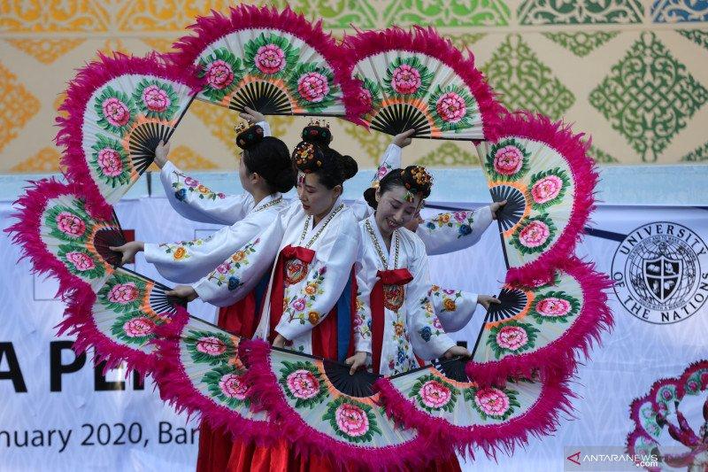 Penampilan tarian tradisional Korea di Banda Aceh