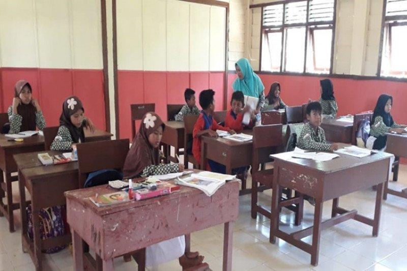 TNWC berikan bantuan pendidikan kepada warga sekitar