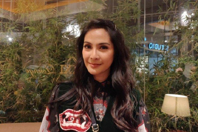 Maudy Koesnaedi mengaku terharu bisa adu akting kembali dengan Mak Nyak