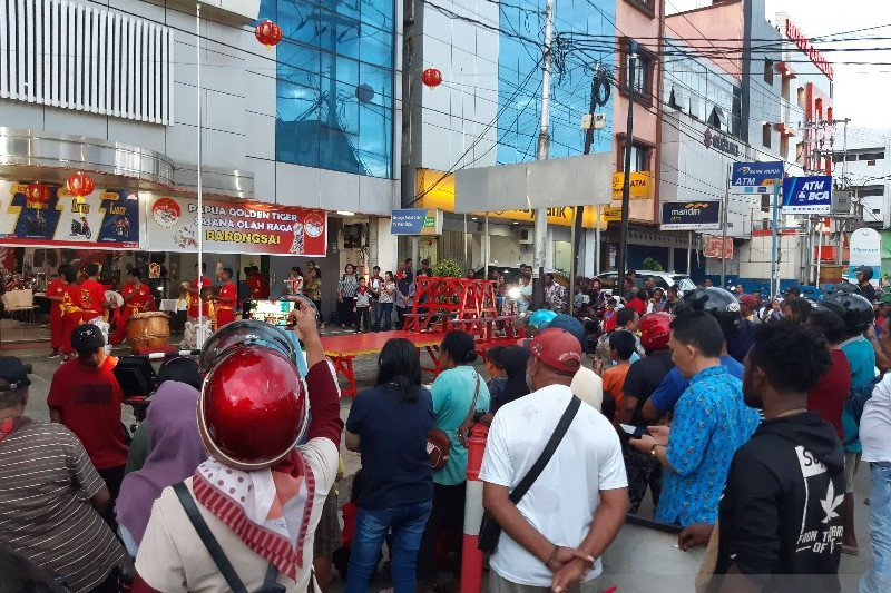 Di Jayapura, masyarakata antusias saksikan atraksi barongsai