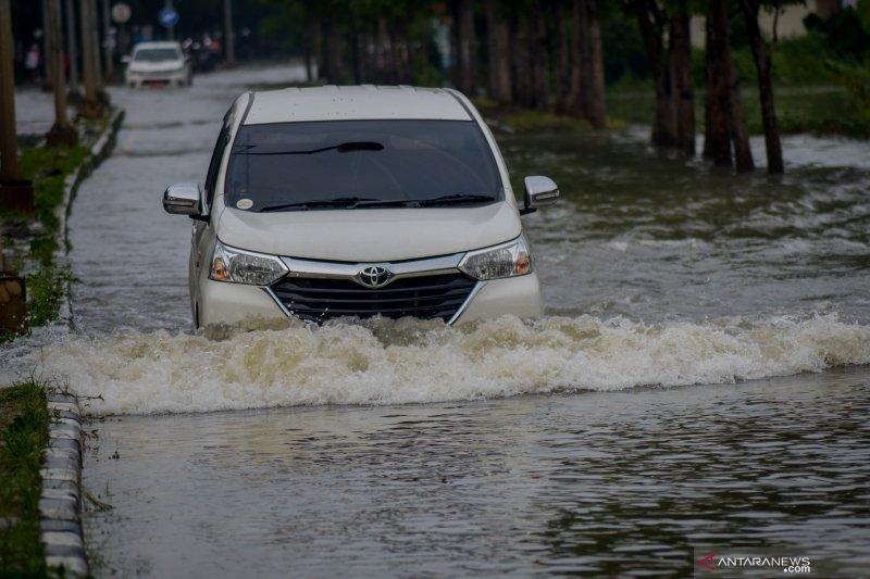 BPBD Jabar sebut curah hujan tinggi penyebab banjir Bandung Selatan