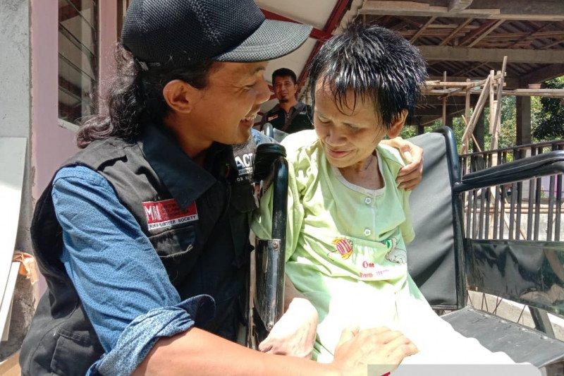 Jadi sarang tikus, rambut nenek di Jateng dipotong relawan MRI-ACT