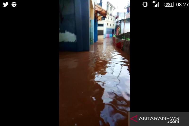 Air setinggi 110 cm genangi pemukiman warga RT 08 Cipulir