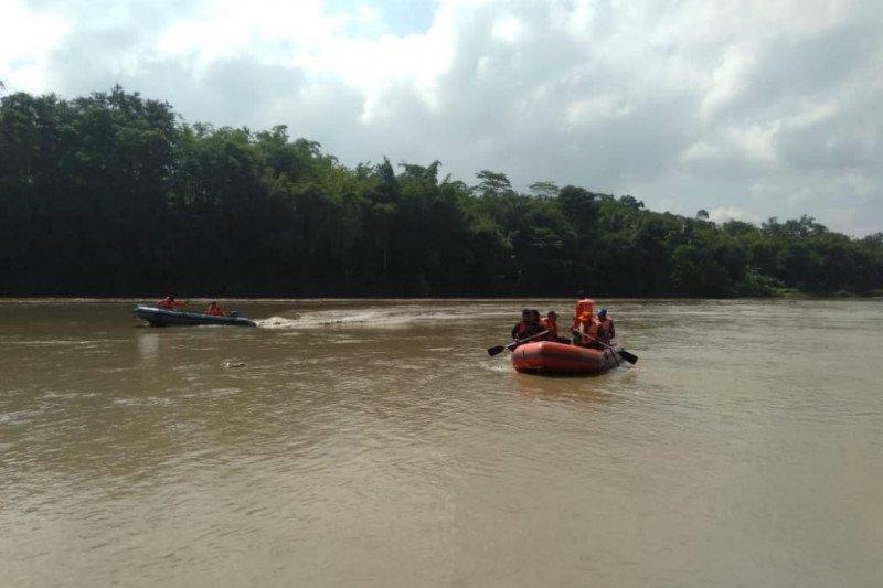 Basarnas: Korban tenggelam di Sungai Bener Banyumas belum ditemukan