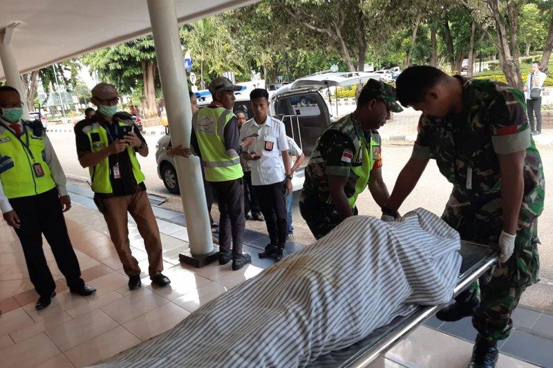 Darius lemas dan meninggal di bandara El Tari