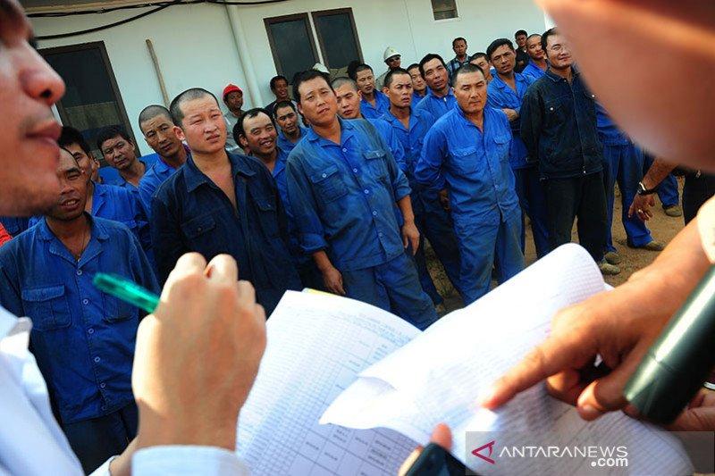 Pemeriksaan medis wajib bagi pekerja Cina di Papua Barat