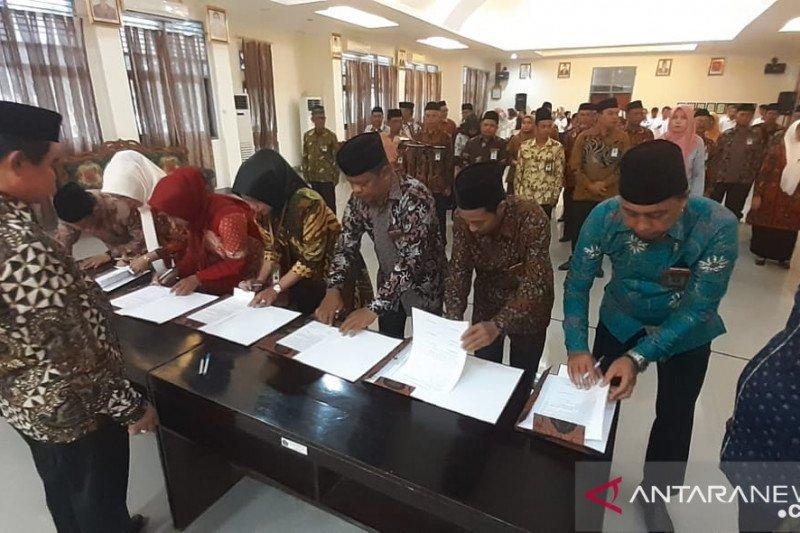 Implementasi PMA, Kakanwil lantik 35 pejabat Kemenag Sultra