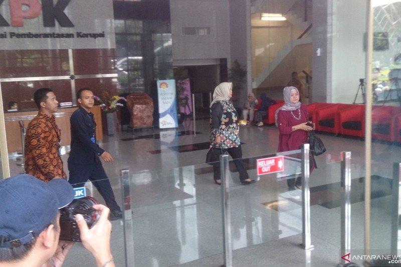 Komisioner KPU Sumsel Kelly Mariana penuhi panggilan KPK